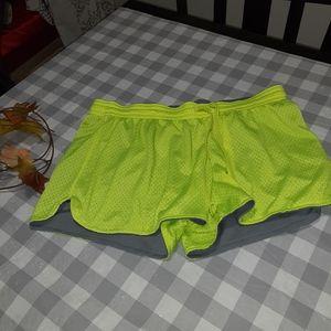 Champion shorts large